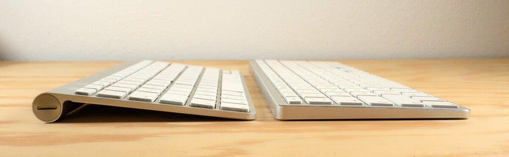 """Bei der direkten Umstellung von der Apple-Tastatur auf die Satechi fällt einem auf, dass die Neigung etwas geringer ist. Das wirkt sich anfangs auf das """"Tippgefühl"""" aus, stört aber nach kurzer Umgewöhnung nicht langfristig."""