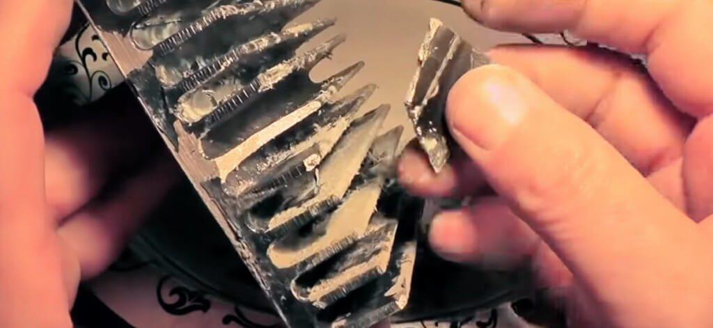 Die Reaktion von Gallium mit einem Kühlkörper aus Aluminium.