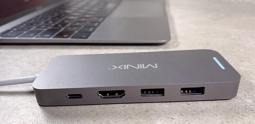Der Minix Adapter bietet 2x USB-A, 1x HDMI und 1x USB-C zum Laden.