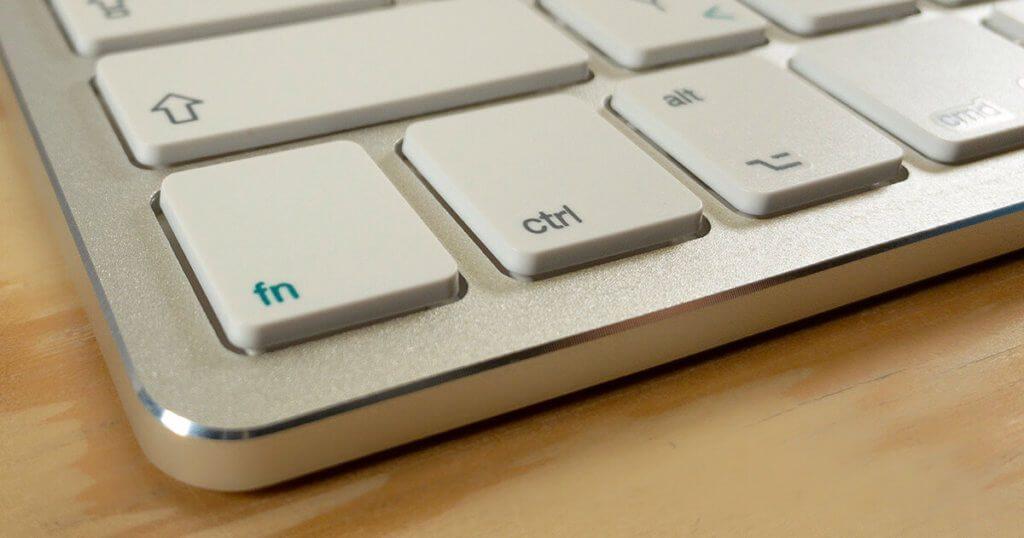 Die Verarbeitung der Satechi-Tastatur ist edel und die Kanten des Alu-Gehäuses sind – im Gegensatz zu denen der Apple Tastatur – sogar entgratet.