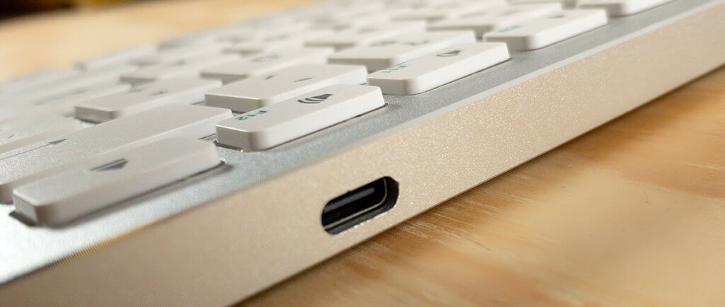Das Aufladen erfolgt bei der Satechi Slim Wireless Tastatur über eine USB-C-Buchse, was ich für eine sehr gute Designentscheidung halte.