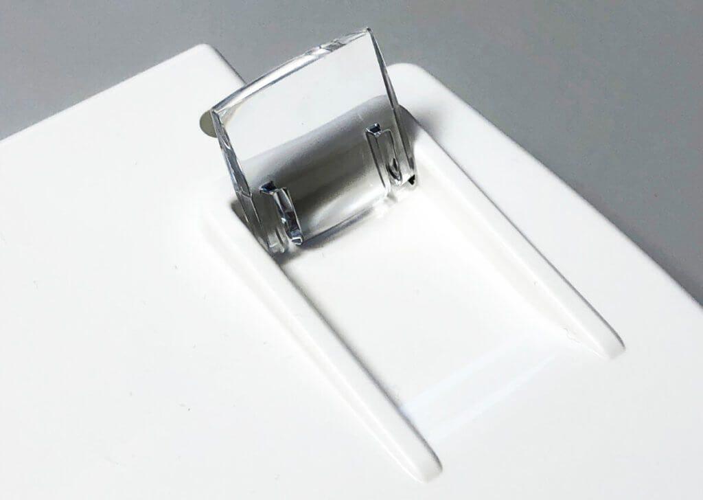 Mit den integrierten Ausklappfüßen kann das Keyboard schräg gestellt werden.