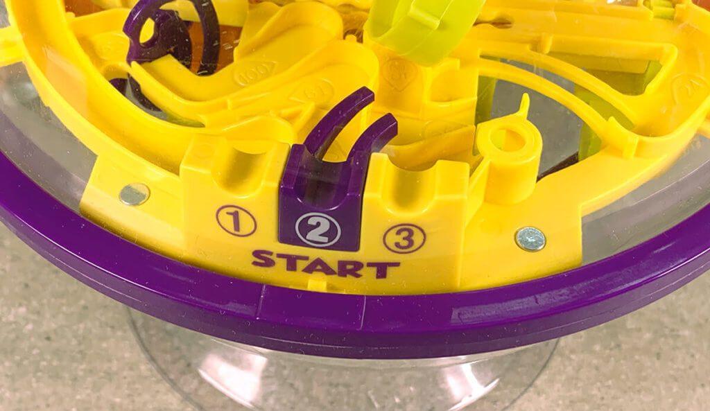 Über die Startfelder 1, 2 und 3 kann man entweder von vorne beginnen oder bei Hindernis 30 oder 60 einsteigen.