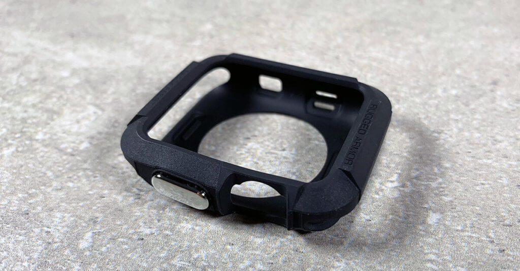 Hier sieht man die Apple Watch Hülle ohne Watch. Das Caae hat entsprechende Aussparungen für Mikrofon, Crown und Pulsmesser.