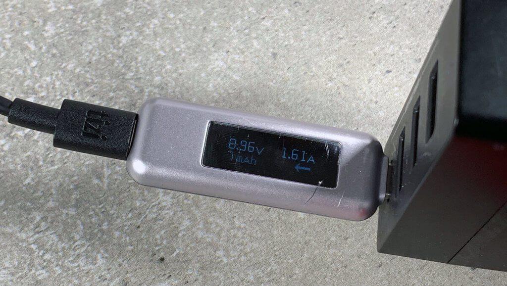 Mit dem USB-C-Multimeter habe ich gemessen, wieviel Strom beim Netzteil abgefragt wurde.