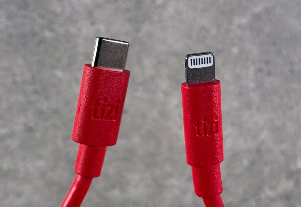 Die Verarbeitung der mfi-zertifizierten USB-C-auf-Lightning-Kabel von tizi ist sehr gut. Die Stecker sitzen fest und das Kabel wirkt sehr robust.
