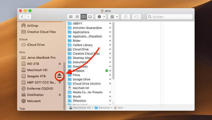 Bevor man beschreibbare Medien vom Mac oder einem Hub absteckt, sollte man sie über den Button im Finder auswerfen.