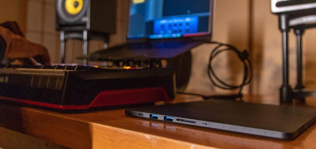 Mit den vielen Anschlüssen, dem integrierten 20.000 mAh Akku und dem optionalen Speicher von bis zu 1 TB ist Linedock vielseitig einsetzbar; am MacBook Pro / Air, aber auch an Windows-Laptops.