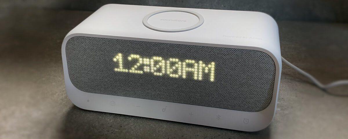 Die Optik des Wakey finde ich gelungen. Manche Leute stören sich bei der Anzeige daran, dass die Uhrzeit im europäischen Format (ohne AM und PM) nicht zentriert wird. Mir ist dies nicht einmal aufgefallen.