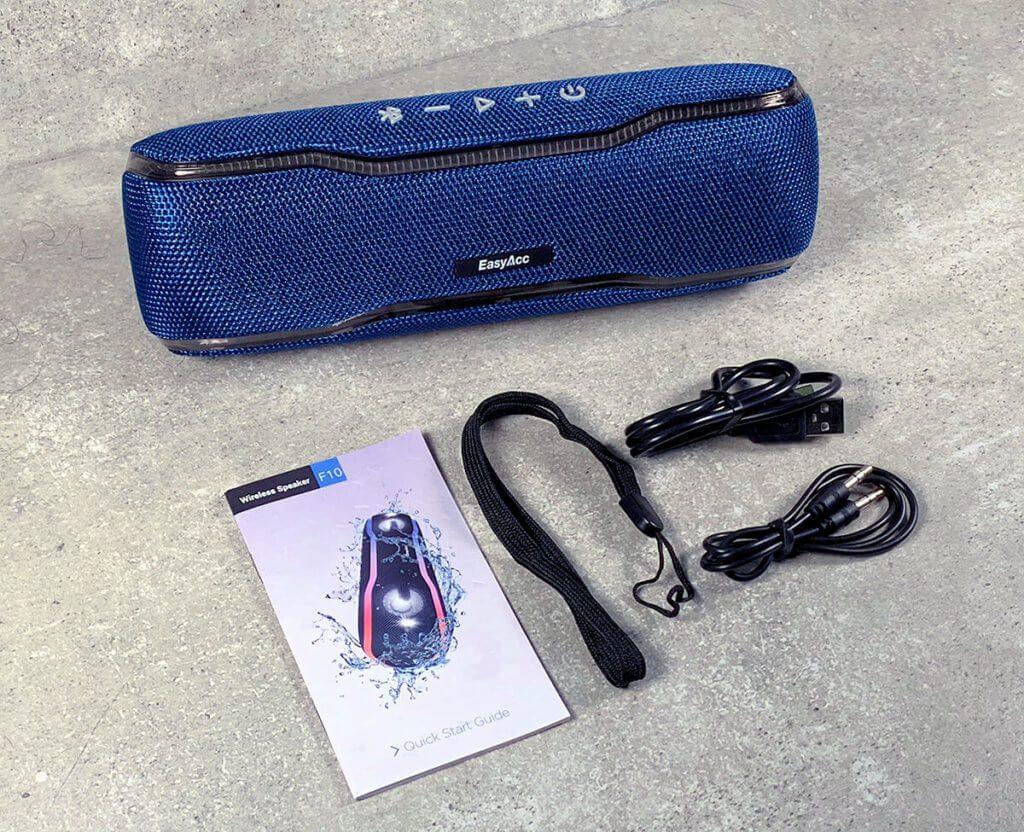 Im Lieferumfang der Bluetooth-Box befindet sich neben der Box, einem USB-Ladekabel und einer Trageschlaufe auch noch ein Quick-Start-Guide mit deutscher Sprache.