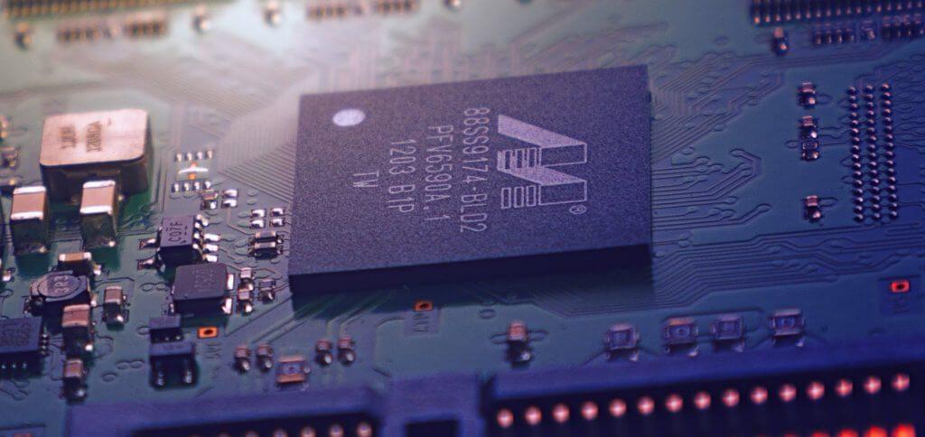 Chips mit Galliumnitrid statt Silizium bieten mehr Leistung und Effizienz bei kleinerer Größe. Infos zum Stoff, GaN-Netzteile sowie Ladegeräte als Vorreiter findet ihr hier. (Bild: Symbolbild / Quelle: Unsplash)