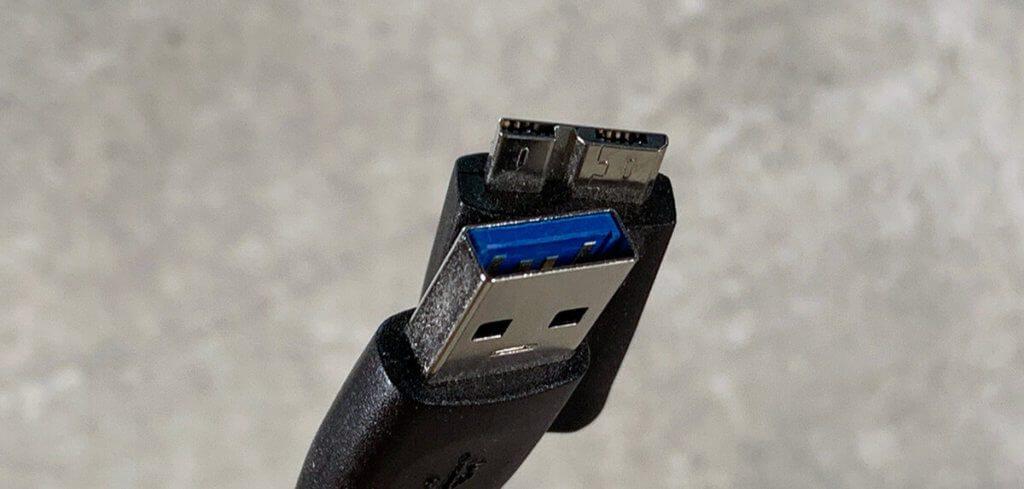 Diese Kabelvariante wird oft bei externen Festplatten mitgeliefert: USB A auf Micro USB Typ B.