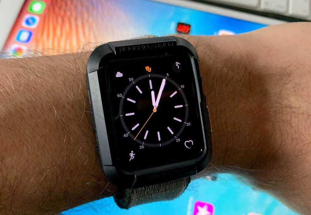 Mit dem passenden Watch-Face zeigt die Apple Watch die Uhrzeit mit Sekunden an. Damit ist ein Countdown für den Jahreswechsel ohne Probleme möglich (Fotos: Sir Apfelot).