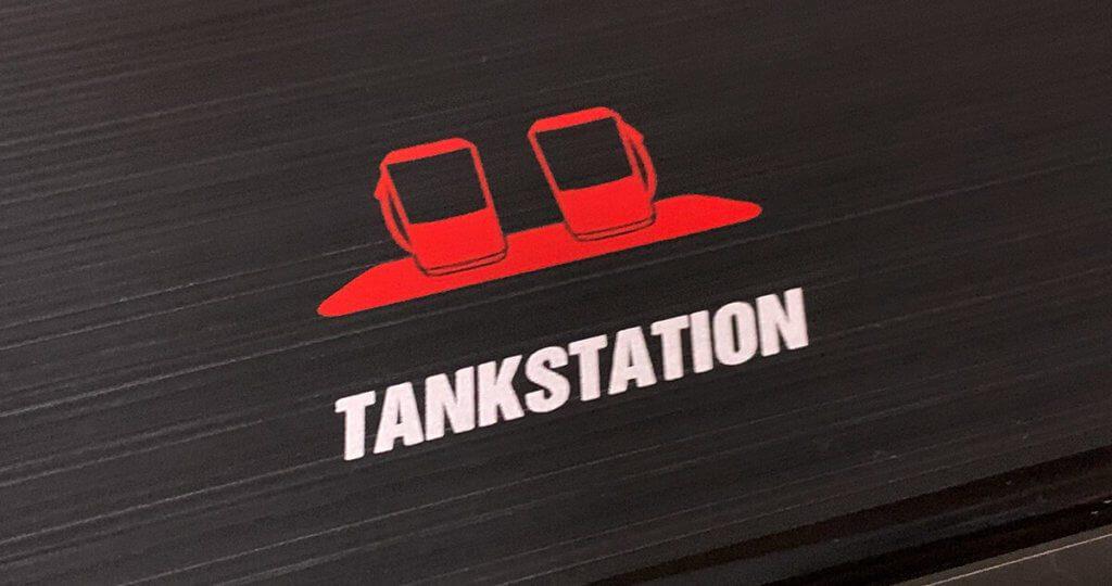 Die Tankstation mit 75 Watt und 4 Ports war schon ein gutes Gerät. Die Tankstation Pro mit 4 Ports, zwei USB-C-Ports und 90 Watt toppt die ganze Sache nochmal (Foto: Sir Apfelot).