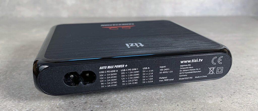 Auf der Rückseite der Tankstation Pro finden sich die Leistungswerte der USB-C-Ports mit USB-Power Delivery Modus aufgedruckt.