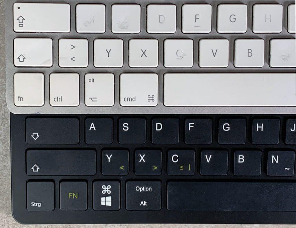 Oben ist mein Magic Keyboard und unten das InLine Keyboard. Man sieht, dass die Tastenbelegung in der Ecke komplett unterschiedlich ist, aber das trifft auf alle mir bekannten Tastaturen zu, die nicht von Apple stammen.