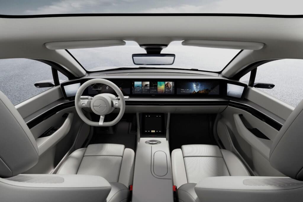 So soll das Innere des Sony Vision S aussehen. Das E-Auto bietet u. a. ein Display-Armaturenbrett und kameragestützte Rückspiegel. Quelle: Sony