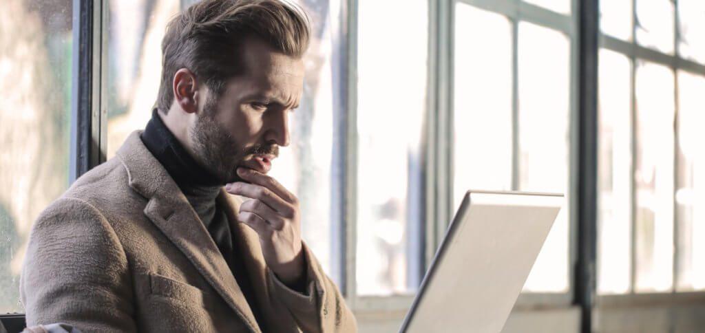 Ein Anwalt oder eine Kanzlei hat euch per E-Mail eine Abmahnung mit Aufforderung zur Zahlung einer Strafe geschickt? Keine Panik, das ist wahrscheinlich ein Phishing-Betrug, den ihr getrost ignorieren könnt.