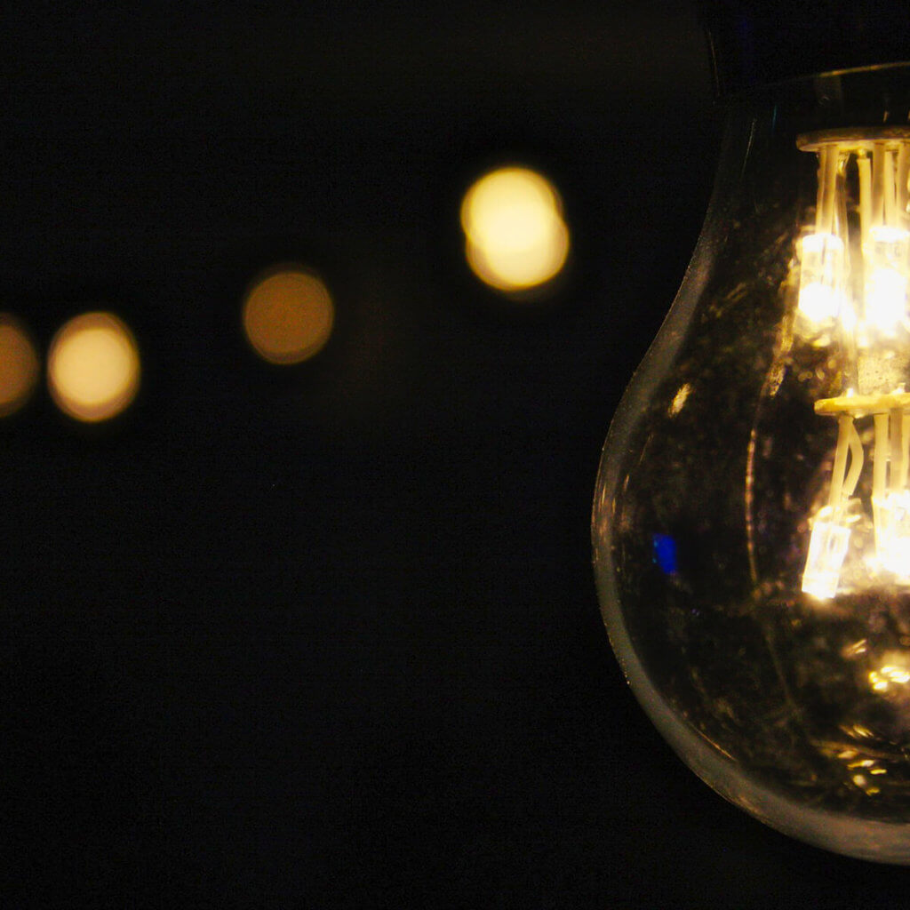 Mein Hirn brauchte ein paar Minuten, bis nach der Umstellung auf den Dunkelmodus das interne Lichtlein wieder anging (Foto: Pexels/Pixabay).