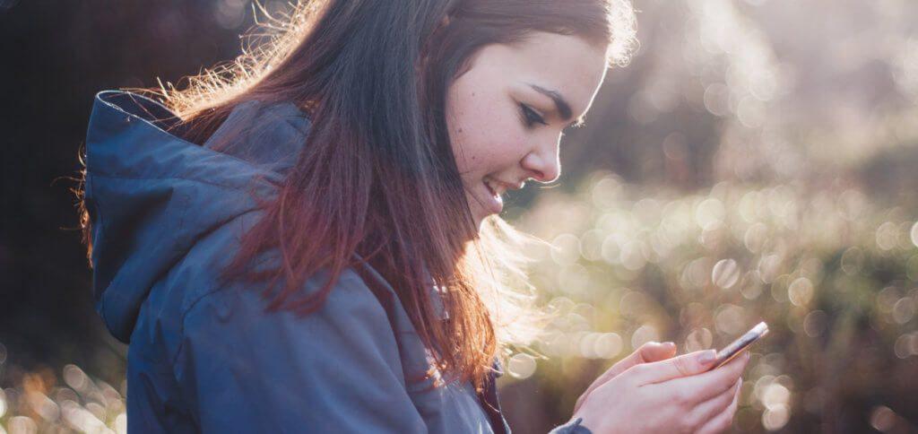 Was ist ein soziales Netzwerk? Wie funktioniert ein Computer? Was ist bei Apps auf dem Smartphone zu beachten? Buch-Tipps zu den Themen Digitalisierung und Medienkompetenz findet ihr in diesem Ratgeber.