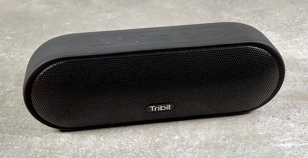Der MaxSound Plus von Tribit kommt in Pillenform und hat einen erstaunlich guten Klang.