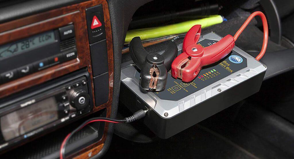 Batterielose Starthilfegeräte wie der MSB300A arbeiten mit UltraCaps und lassen sich in wenigen Minuten mit der Restspannung der schlappen Autobatterie aufladen (Foto: Amazon).
