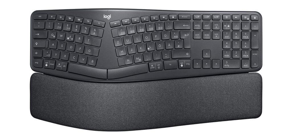 Ergonomisches Tippen mit der Logitech Ergo K860. Die Funktastatur mit geteiltem, geschwungenem Tastenfeld bietet ein QWERTZ-Layout sowie macOS- und Windows-Beschriftungen.