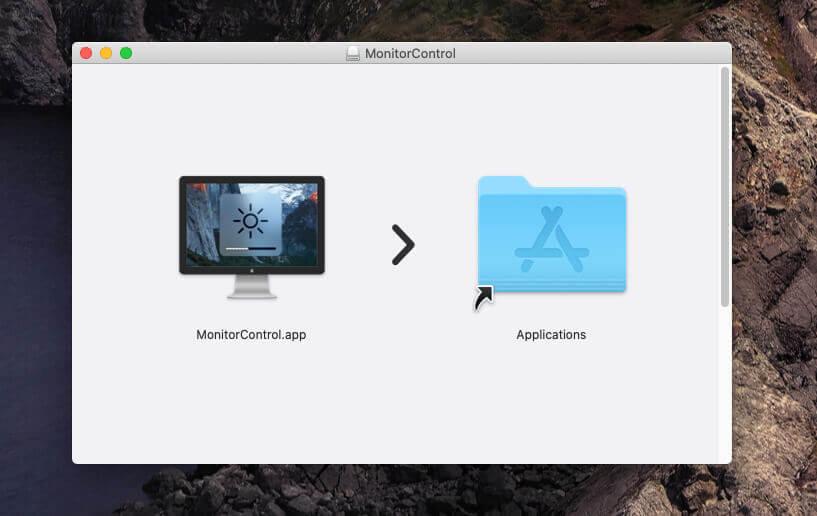Das Installalieren funktioniert einfach durch das Kopieren der App in den Programme-Ordner von macOS.