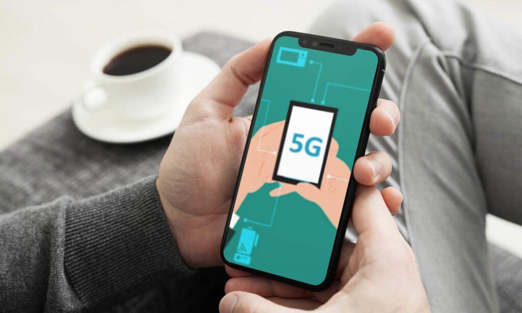 Das iPhone 12 wird vermutlich das erste iPhone-Modell werden, das eine Unterstützung des 5G-Standards mitbringt (Foto: Placeit/Pixabay).