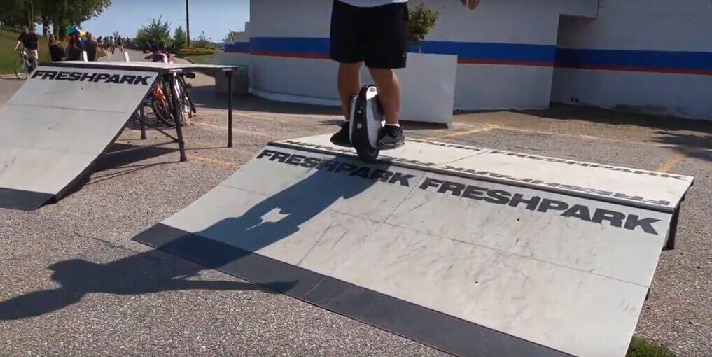 Auf dem Youtube-Channel von Electric Dreams sieht man, dass das MTen 3 durchaus auch in Skatepark eine gute Figur macht (Quelle: Electric Dreams/YouTube)..