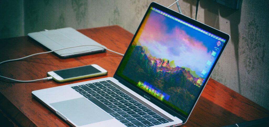 Die MacBook Pro/Air Grafikkarte reparieren lassen –das kann bei Apple dazu führen, dass das ganze Logicboard ausgetauscht wird. Wollt ihr nur eine Grafikchip-Reparatur bzw. einen Austausch der Grafikkarte zum kleineren Preis, wendet euch an Sadaghian ;)