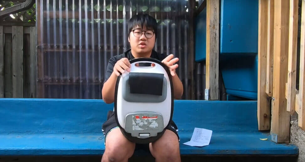 """Der Youtuber """"Electric Dreams"""" hat das MTen 3 von Gotway unter die Lupe genommen und findet ebenfalls, dass man mit dem EUC sehr gut Leute überholen und schnell bremsen und beschleunigen kann – was dem geringen Gewicht und dem kleinen Raddurchmesser geschuldet ist."""