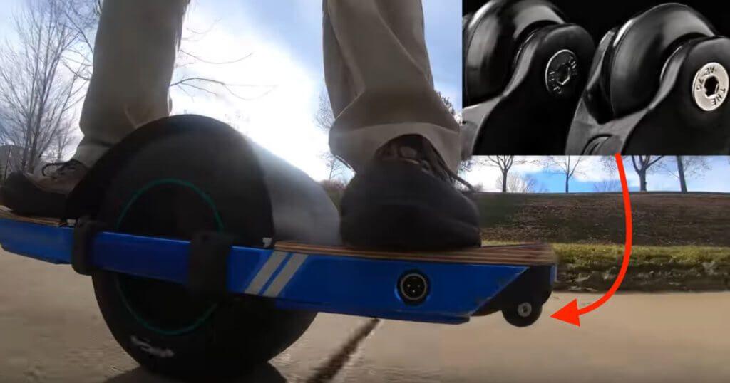 """Die """"Fangs"""" sind kleine Rollen, die an der vorderen Kante des Onewheel angebracht werden und bei einem Nosedive dafür sorgen, dass das Board auf glattem Untergrund weiterrollen kann (Quelle: Video von Jimmy Chang)."""