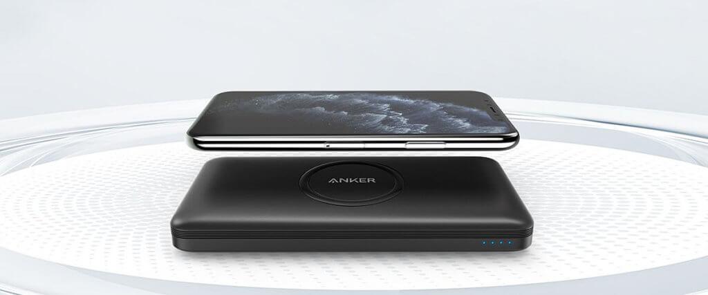 Mit der Anker PowerCore 10K Wireless könnt ihr beispielsweise das Apple iPhone kabellos laden. Die Powerbank ist aber auch per USB-Kabel anzapfbar.