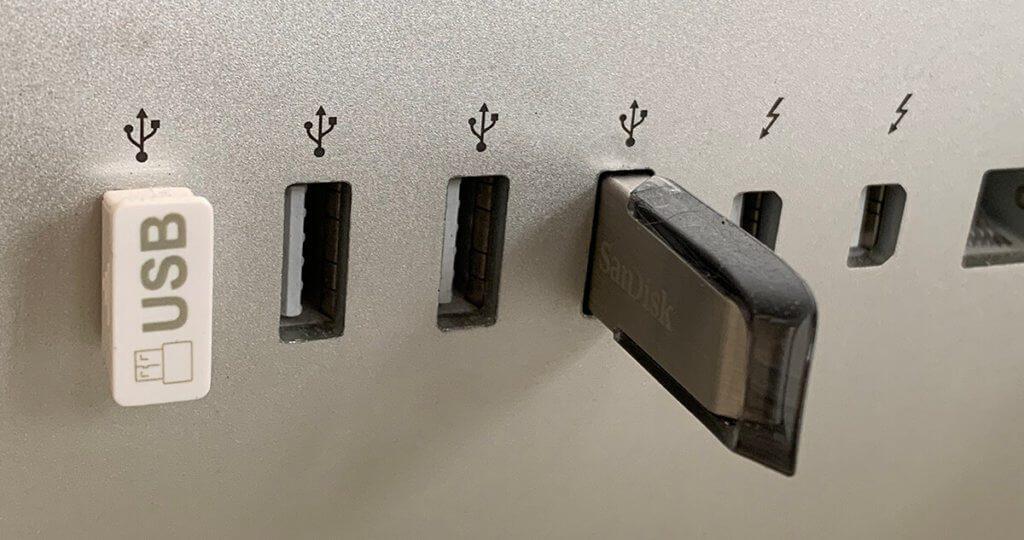 Die USB-Ports an älteren iMacs haben noch den USB-A-Port, während neuere iMac-Modelle USB-C-Ports besitzen (Foto: Sir Apfelot).