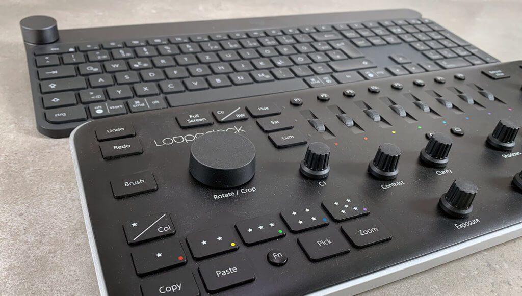 Das Loupedeck bietet viel mehr Drehregler und Schalter für die Bedienung von Photoshop, Lightroom und Premiere, aber dafür benötigt es mehr Platz und ist weniger konfigurierbar in Bezug auf andere Software.