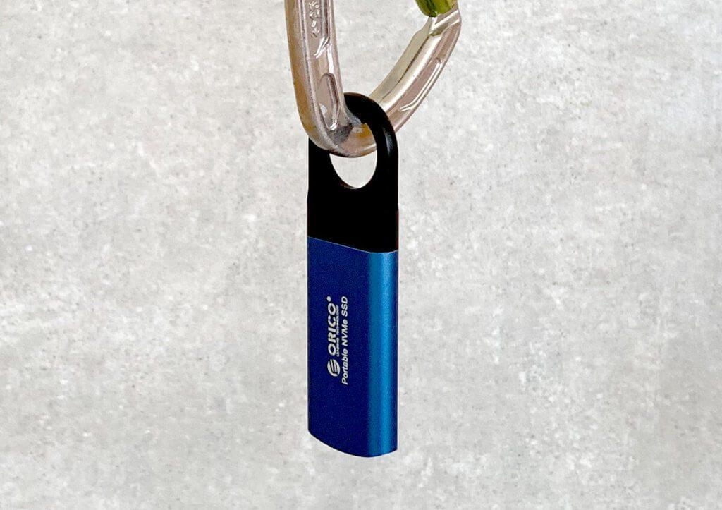 Mit der Öse kann man die Orico SSD auch an einem Rucksack befestigen (Fotos: Sir Apfelot).