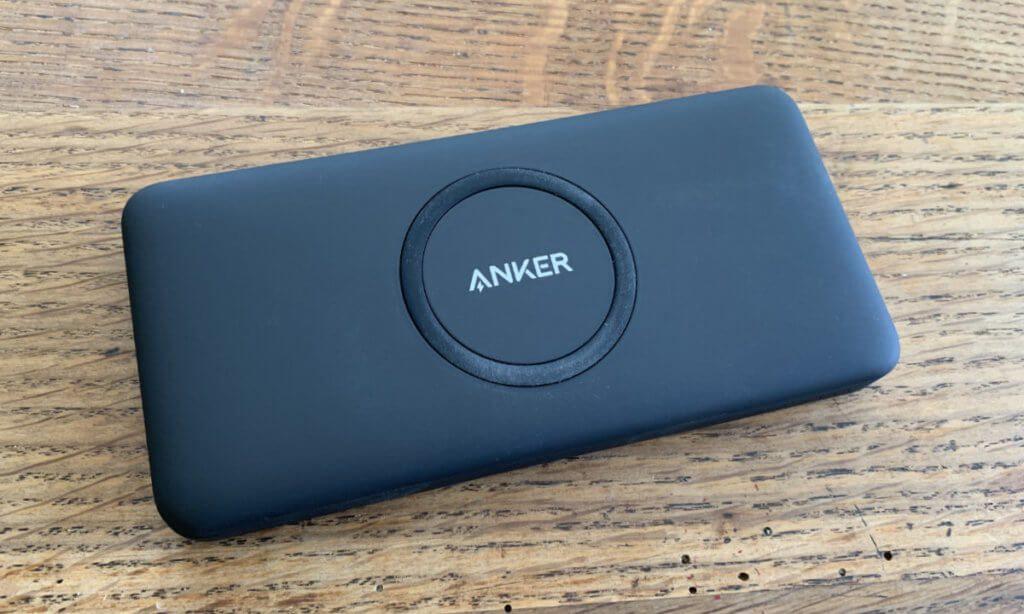 Die Anker PowerCore 10K Wireless ist handlich und mit knapp 200 Gramm absolut rucksack-tauglich.