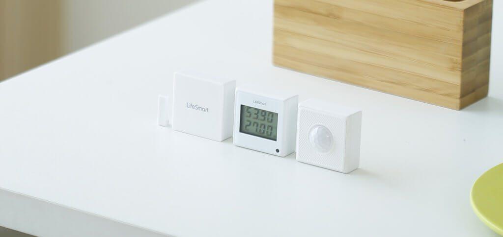 Die platzsparenden Sensoren der LifeSmart Smart-Home-Technik sind Teil eines interessanten Sortiments. Über die Smart Station verbunden kommunizieren die Geräte in Haus und Garten auf bis zu 800 m Entfernung.