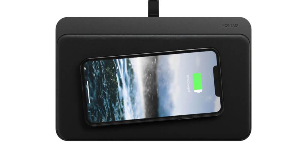 Ob längs, quer, diagonal oder anders –durch die 18 Ladespulen und die FreePower™-Technologie ist es egal, wie das iPhone zum Akku aufladen auf der neuesten Qi-Ladematte von Nomad abgelegt wird.