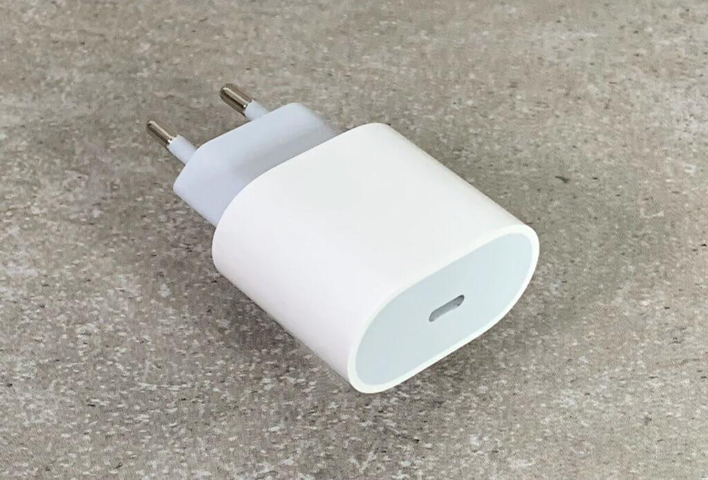 Mit dem iPad Pro und dem iPhone 11 Pro erhält man erstmals einen USB-C-Power-Adapter, der auch USB Power Delivery unterstützt (Fotos: Sir Apfelot).