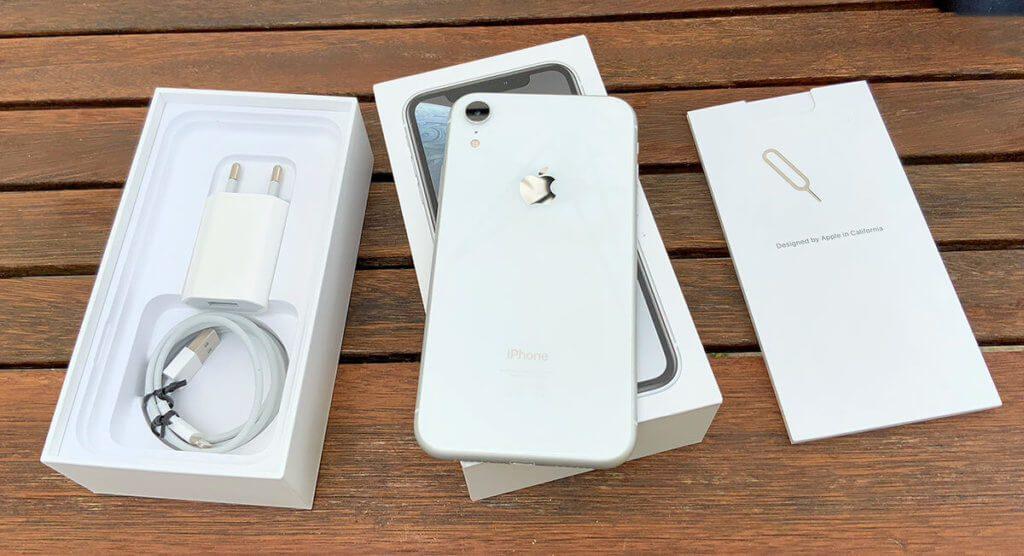 Das gebrauchte iPhone wird mit Ladestecker, Ladekabel, aber aus Hygienegründen ohne Kopfhörer geliefert (Fotos: Sir Apfelot)-.
