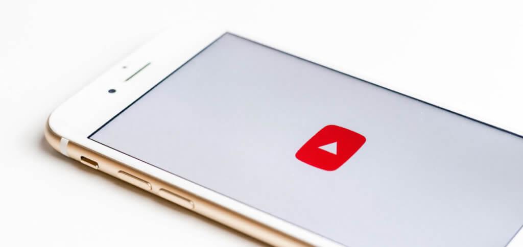 Einen YouTube Video Screenshot am Smartphone machen klappt auch, wenn das Video pausiert ist.