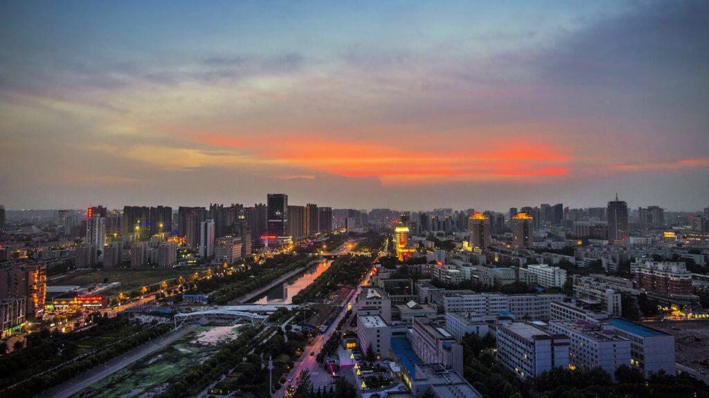 In Zhengzhou steht das Foxconn-Werk, das den Hauptanteil bei der iPhone 12 Produktion trägt (Foto: Relief / Pixabay).