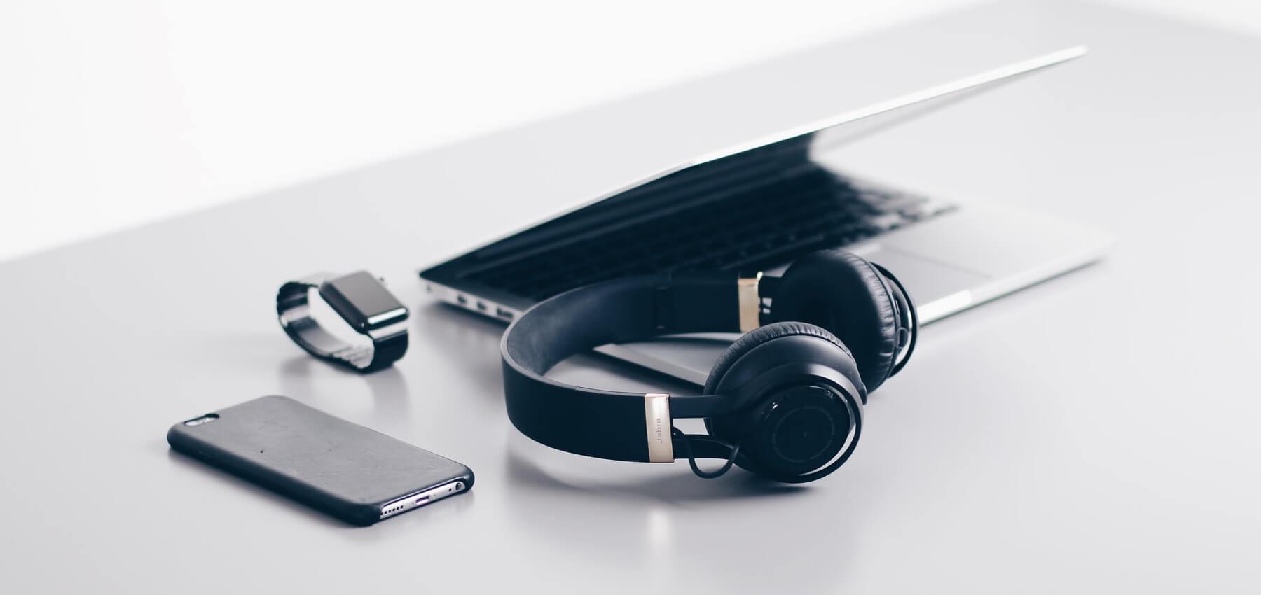 Die Apple AirTags sollen fertig und lieferbereit sein, aber nicht vor November 2020 vorgestellt werden. Bei den AirPods Studio Kopfhörern soll es Schwierigkeiten geben. (Symbolbild)