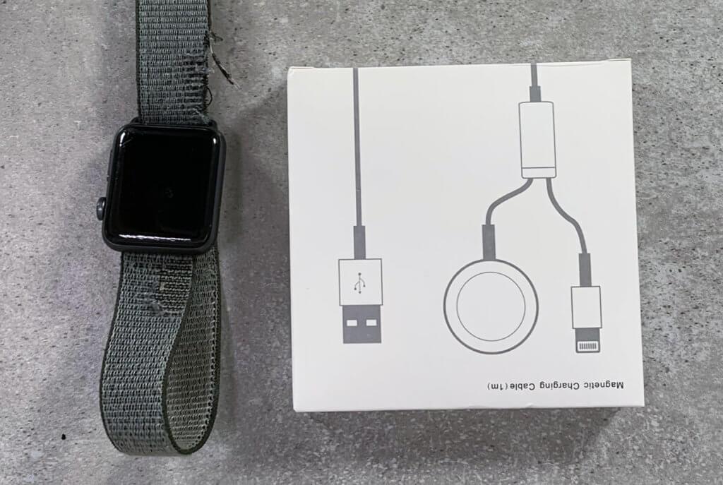 Kann man die Apple Watch mit einem günstigen Ladekabel genauso gut laden, wie mit einem teuren von Apple? Das wird in diesem Beitrag geklärt.