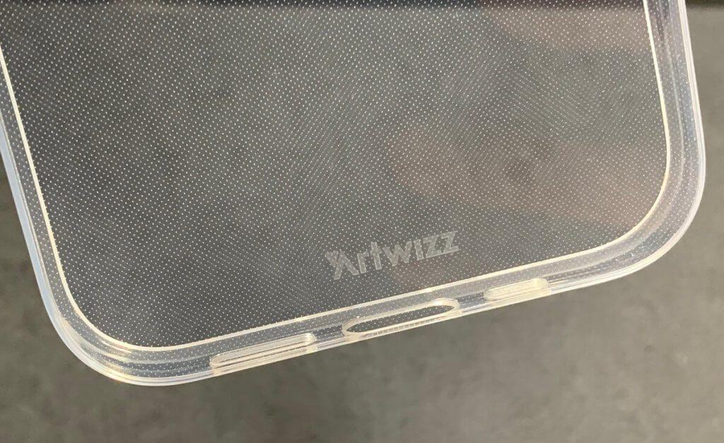Die Riffelstruktur auf der Innenseite des NoCase sorgt dafür, dass sich die Hülle nicht in unschönen Flecken am iPhone festsaugt (Fotos: Sir Apfelot).