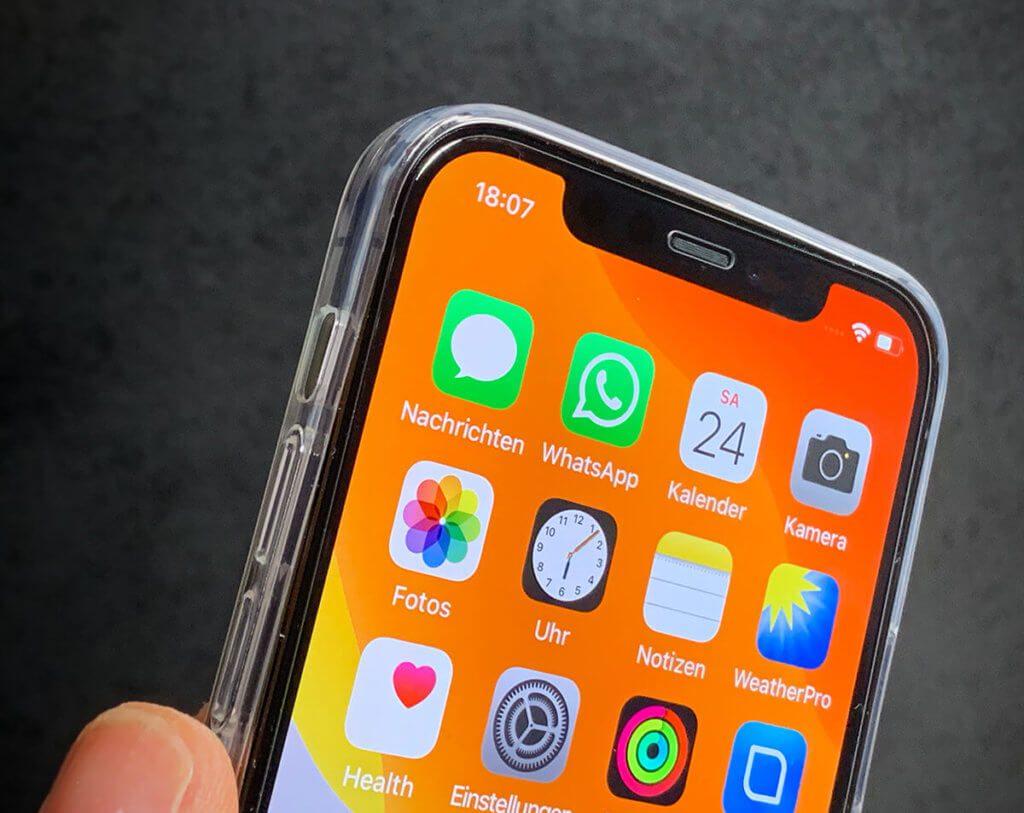 Das NoCase von Artwizz ist nicht wirklich unsichtbar, aber man sieht jedem MNege iPhone hindurch, was mir ganz gut gefällt.