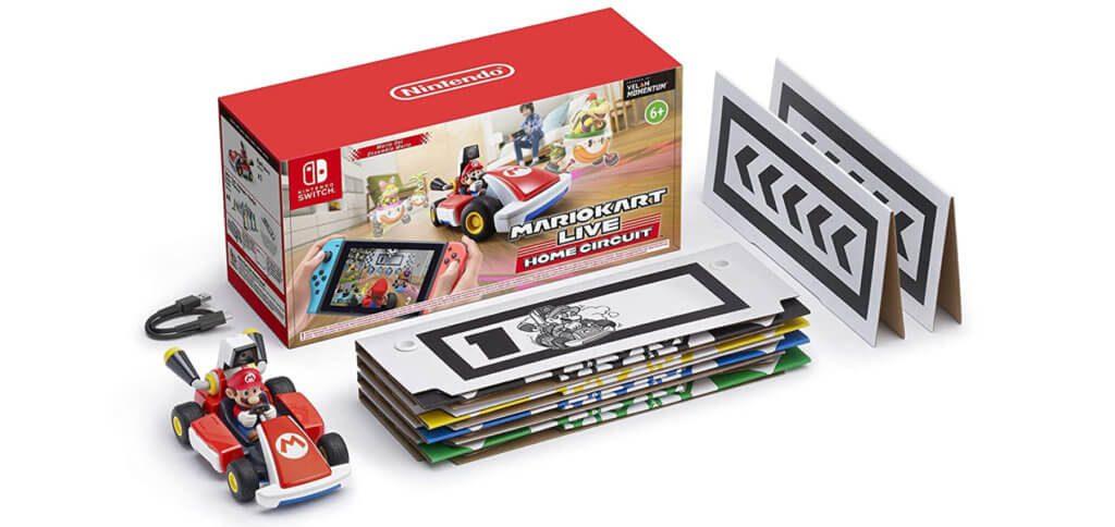 Im Lieferumfang befinden sich ein ferngesteuertes Auto mit Kamera, ein Ladekabel, sechs Aufsteller und die Anleitung für den Mario Kart Live: Home Circuit Download. Ein Software-Modul ist nicht enthalten.