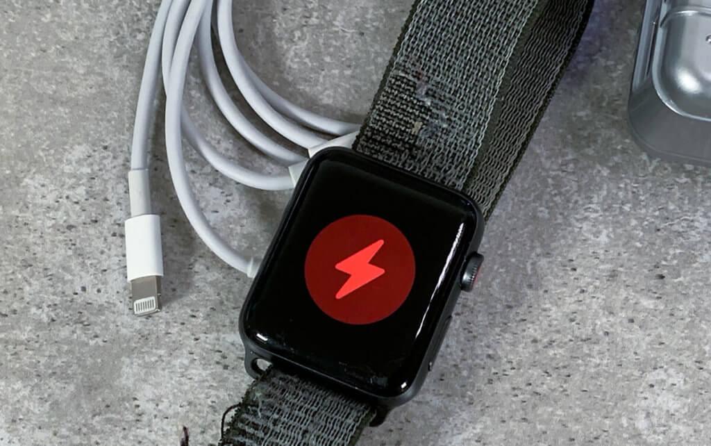 Das osloon Ladekabel erkennt die Apple Watch sofort und startet mit dem Ladevorgang – ohne dauernde Unterbrechungen, von denen manche Bewertungen sprechen.